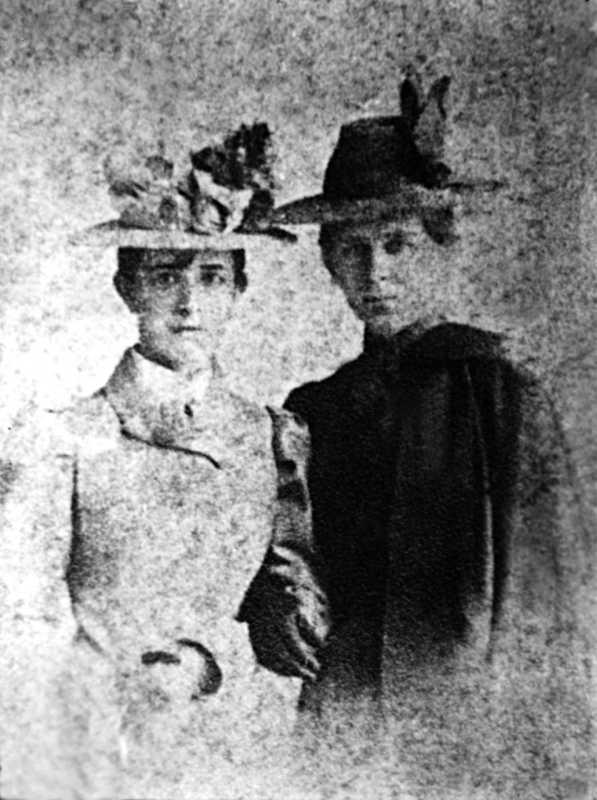 Леся Українка та Ольга Косач. 1899 рік.